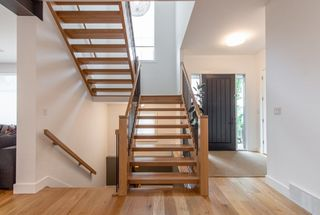 Photo 2: 9803 84 Street in Edmonton: Zone 19 House for sale : MLS®# E4160149