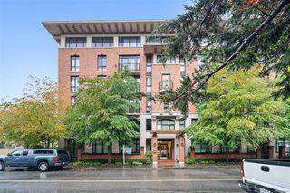 Photo 2: 501 827 Fairfield Rd in : Vi Downtown Condo for sale (Victoria)  : MLS®# 856571