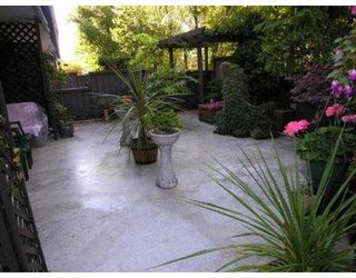 """Photo 3: 104 206 E 15TH ST in North Vancouver: Central Lonsdale Condo for sale in """"LIONS GATE MANOR"""" : MLS®# V558663"""