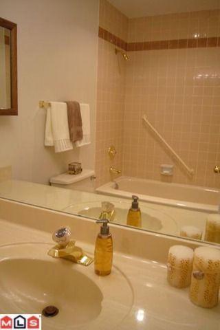 Photo 10: # 211 14950 THRIFT AV in White Rock: Condo for sale : MLS®# F1021085