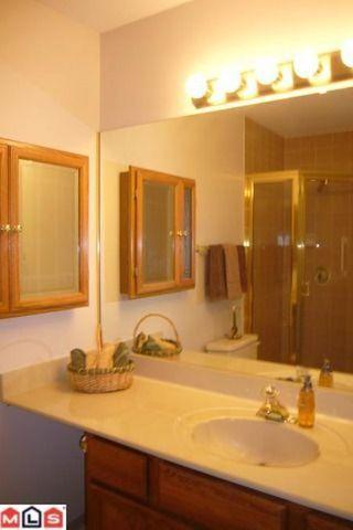 Photo 9: # 211 14950 THRIFT AV in White Rock: Condo for sale : MLS®# F1021085