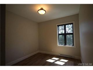 Photo 6: 202 2850 Aldwynd Rd in VICTORIA: La Fairway Condo for sale (Langford)  : MLS®# 669812
