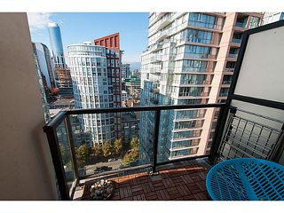 "Photo 4: 2202 969 RICHARDS Street in Vancouver: Downtown VW Condo for sale in ""Mondrian II"" (Vancouver West)  : MLS®# V1093409"