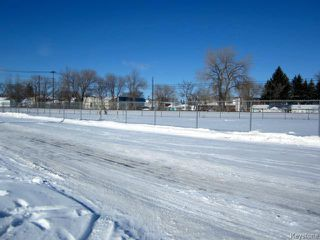 Photo 4: 731 McCalman Avenue in WINNIPEG: East Kildonan Residential for sale (North East Winnipeg)  : MLS®# 1503151