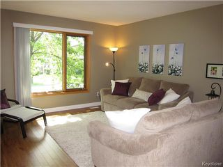 Photo 2: 105 Aldgate Road in Winnipeg: St Vital Residential for sale (South East Winnipeg)  : MLS®# 1614236