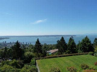 "Photo 3: 45 2238 FOLKESTONE Way in West Vancouver: Panorama Village Condo for sale in ""Panorama Village"" : MLS®# R2101281"
