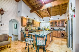 Photo 3: SOUTH ESCONDIDO House for sale : 3 bedrooms : 2602 Groton Place in Escondido