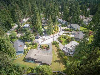Photo 2: 3747 RIVIERE PLACE in North Vancouver: Edgemont House for sale : MLS®# R2089697