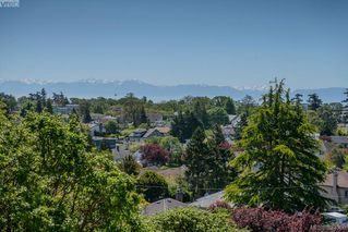 Photo 3: 201 929 Esquimalt Rd in VICTORIA: Es Old Esquimalt Condo Apartment for sale (Esquimalt)  : MLS®# 640317