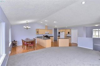 Photo 5: 2453 Whitehorn Pl in VICTORIA: La Thetis Heights House for sale (Langford)  : MLS®# 789960