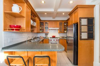 "Photo 4: 2086 LARCH Street in Vancouver: Kitsilano Townhouse for sale in ""Self Managed"" (Vancouver West)  : MLS®# R2310705"