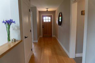 """Photo 12: 1422 STARDUST Place in Gibsons: Gibsons & Area House for sale in """"GEORGIA CREST"""" (Sunshine Coast)  : MLS®# R2367276"""