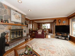 Photo 7: 2974 Irma Street in VICTORIA: Vi Burnside Single Family Detached for sale (Victoria)  : MLS®# 410573