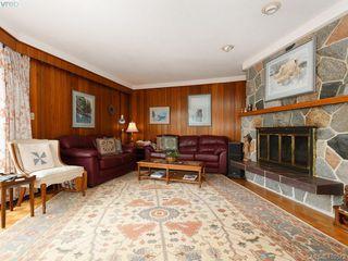 Photo 8: 2974 Irma Street in VICTORIA: Vi Burnside Single Family Detached for sale (Victoria)  : MLS®# 410573