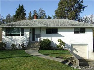 Photo 1: 2640 Dean Ave in VICTORIA: SE Camosun Single Family Detached for sale (Saanich East)  : MLS®# 562761