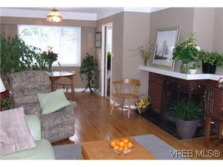 Photo 4: 2640 Dean Ave in VICTORIA: SE Camosun Single Family Detached for sale (Saanich East)  : MLS®# 562761