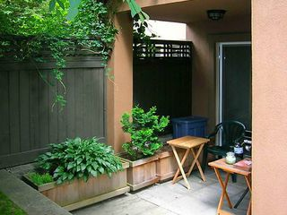 Photo 3: 4 3036 W 4TH Avenue in Vancouver: Kitsilano Condo for sale (Vancouver West)  : MLS®# V999898