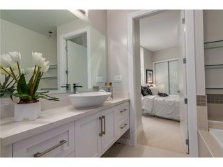 "Photo 9: 102 2028 YORK Avenue in Vancouver: Kitsilano Townhouse for sale in ""YORK"" (Vancouver West)  : MLS®# V1071124"