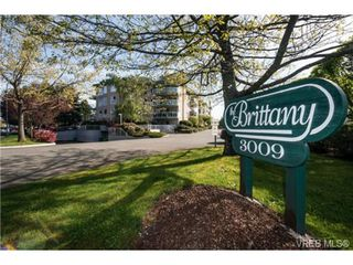 Photo 2: 201 3009 Brittany Dr in VICTORIA: La Jacklin Condo for sale (Langford)  : MLS®# 728405