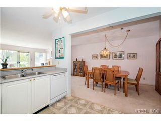 Photo 3: 201 3009 Brittany Dr in VICTORIA: La Jacklin Condo for sale (Langford)  : MLS®# 728405