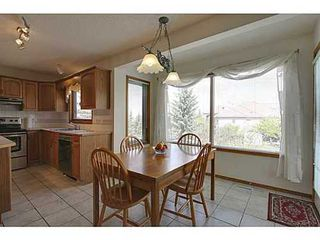 Photo 7: 20 EDGEBROOK Circle NW in Calgary: 2 Storey for sale : MLS®# C3569549