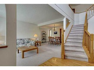 Photo 3: 20 EDGEBROOK Circle NW in Calgary: 2 Storey for sale : MLS®# C3569549