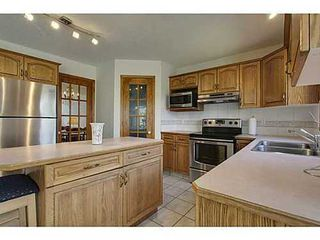 Photo 9: 20 EDGEBROOK Circle NW in Calgary: 2 Storey for sale : MLS®# C3569549
