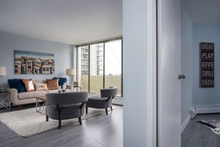 """Photo 8: 902 4300 MAYBERRY Street in Burnaby: Metrotown Condo for sale in """"TIME SQUARES"""" (Burnaby South)  : MLS®# R2151858"""