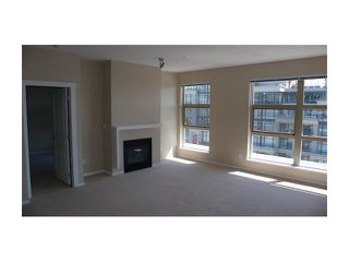 Photo 3: 409 9339 UNIVERSITY Crescent in Burnaby: Simon Fraser Univer. Condo for sale (Burnaby North)  : MLS®# R2172614
