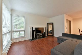Photo 9: 14858 HOLLY PARK Lane in Surrey: Guildford Townhouse for sale (North Surrey)  : MLS®# R2222542
