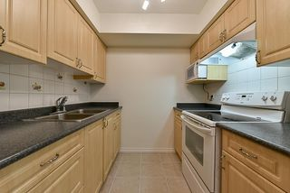 Photo 5: 14858 HOLLY PARK Lane in Surrey: Guildford Townhouse for sale (North Surrey)  : MLS®# R2222542