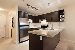 """Photo 5: 204 2088 BETA Avenue in Burnaby: Brentwood Park Condo for sale in """"MEMENTO"""" (Burnaby North)  : MLS®# R2223254"""
