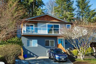 Photo 1: 206 WARRICK Street in Coquitlam: Cape Horn House for sale : MLS®# R2256247