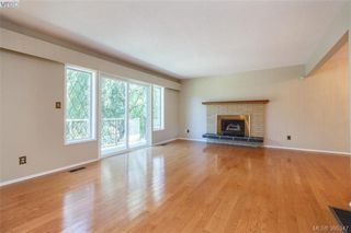 Photo 2: 4188 Bracken Ave in VICTORIA: SE Lake Hill House for sale (Saanich East)  : MLS®# 792670