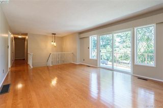 Photo 3: 4188 Bracken Ave in VICTORIA: SE Lake Hill House for sale (Saanich East)  : MLS®# 792670