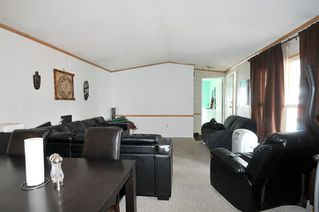 """Photo 5: 19728 POPLAR Place in Pitt Meadows: Central Meadows Manufactured Home for sale in """"MEADOW HIGHLANDS"""" : MLS®# R2318087"""