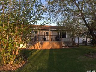Photo 1: 301 Government Road in Stoughton: Residential for sale : MLS®# SK753836