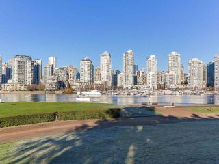 "Photo 12: 219 1869 SPYGLASS Place in Vancouver: False Creek Condo for sale in ""THE REGATTA"" (Vancouver West)  : MLS®# R2327588"