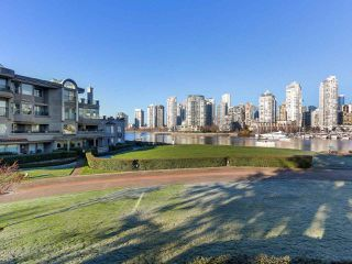 "Photo 11: 219 1869 SPYGLASS Place in Vancouver: False Creek Condo for sale in ""THE REGATTA"" (Vancouver West)  : MLS®# R2327588"