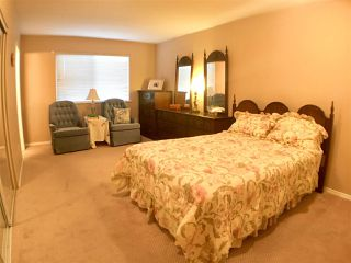"""Photo 6: 302 5955 177B Street in Surrey: Cloverdale BC Condo for sale in """"WINDSOR PLACE"""" (Cloverdale)  : MLS®# R2334510"""