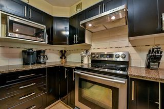 """Photo 7: 303 78 RICHMOND Street in New Westminster: Fraserview NW Condo for sale in """"Governor's Court"""" : MLS®# R2366411"""