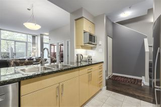 """Photo 7: 123 AQUARIUS Mews in Vancouver: Yaletown Townhouse for sale in """"MARINASIDE RESORTS"""" (Vancouver West)  : MLS®# R2369790"""