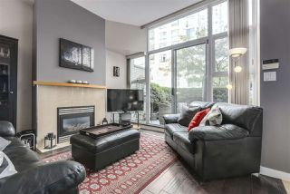 """Photo 2: 123 AQUARIUS Mews in Vancouver: Yaletown Townhouse for sale in """"MARINASIDE RESORTS"""" (Vancouver West)  : MLS®# R2369790"""