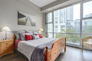 """Photo 9: 123 AQUARIUS Mews in Vancouver: Yaletown Townhouse for sale in """"MARINASIDE RESORTS"""" (Vancouver West)  : MLS®# R2369790"""