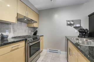 """Photo 6: 123 AQUARIUS Mews in Vancouver: Yaletown Townhouse for sale in """"MARINASIDE RESORTS"""" (Vancouver West)  : MLS®# R2369790"""