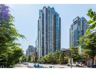 "Photo 1: 3501 939 HOMER Street in Vancouver: Yaletown Condo for sale in ""THE PINNACLE"" (Vancouver West)  : MLS®# R2375975"