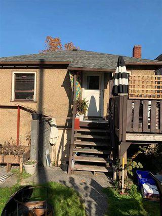 "Photo 3: 2690 NAPIER Street in Vancouver: Renfrew VE House for sale in ""RENFREW"" (Vancouver East)  : MLS®# R2418363"