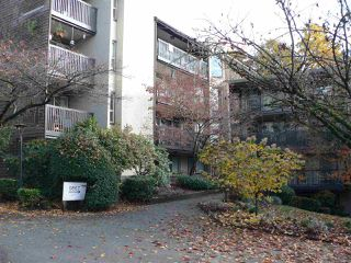 """Photo 2: 308 9867 MANCHESTER Drive in Burnaby: Cariboo Condo for sale in """"BARCLAY WOODS"""" (Burnaby North)  : MLS®# R2419502"""