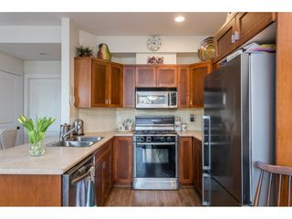 """Photo 7: 22973 BILLY BROWN Road in Langley: Fort Langley Condo for sale in """"Bedford Landing"""" : MLS®# R2438448"""