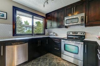 Photo 3: 100 POINT Drive NW in Calgary: Point McKay Row/Townhouse for sale : MLS®# A1013068